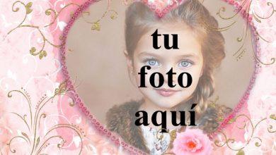 Photo of corazón rosa decorado con marco de fotos de raíces doradas