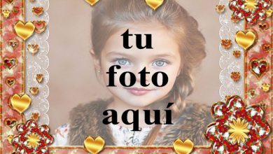 Photo of marco de fotos dorado romántico con muchos corazones pequeños